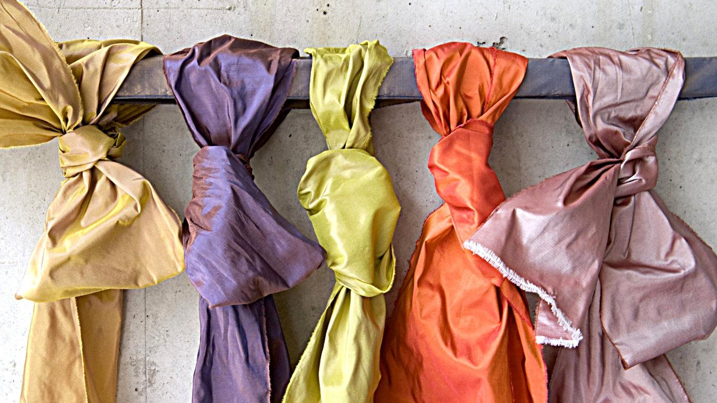 Seiden vorhang monig z 39 rotz for Polsterei luzern